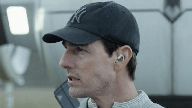 tom cruise wearing wireless earbuds in Oblivion